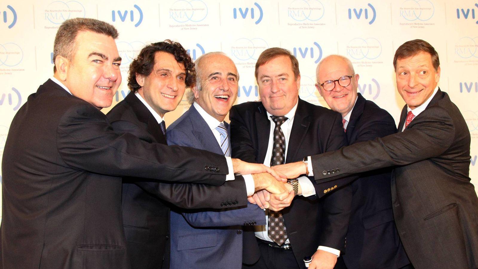 Foto: Bertomeu, Remohí, Pellicer, Scott, Bergh y Drews, tras presentar la fusión entre IVI y RMANJ.