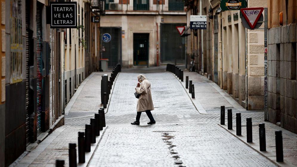 Foto: Una calle del centro de Madrid casi desierta. (EFE)
