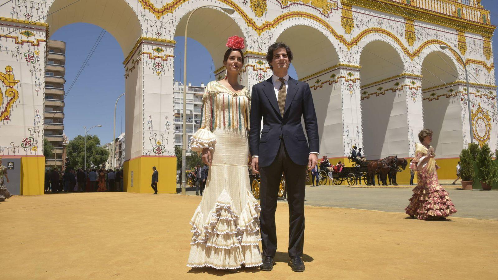Foto: Sofía Palazuelo y Fernando Fitz-James Stuart en la Feria de Abril. (Sevilla Press)