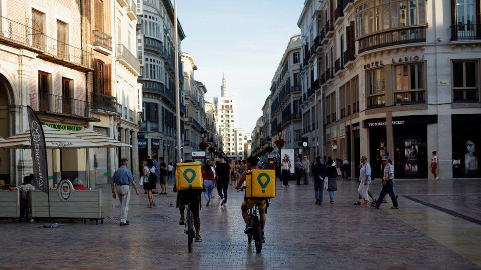 Las flotas de sin papeles que sustentan Glovo, la 'startup' más mimada de España