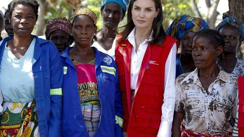 Letizia culmina su visita a Mozambique estrenando también, esta vez de M. Dutti