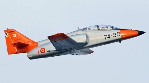 Un avión obsoleto tras 40 años: así es el C-101 'culopollo' estrellado en Murcia