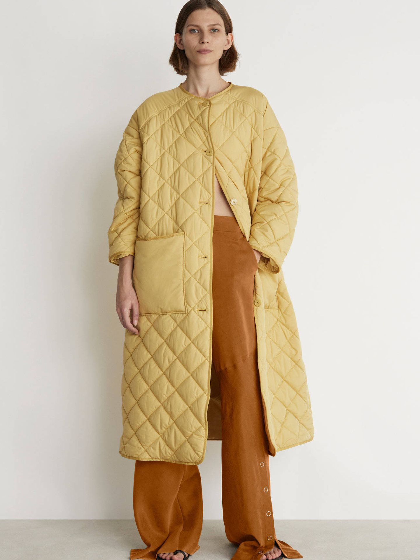 El abrigo en el catálogo de Rodebjer. (Cortesía)
