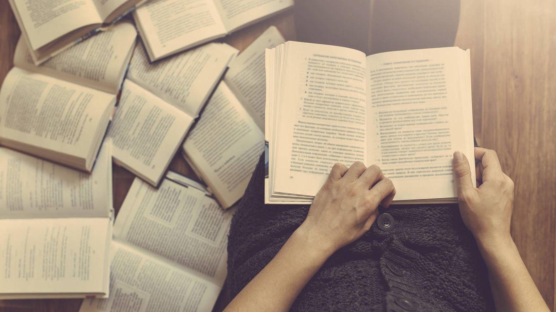Foto: Muchos libros, poca retención. (iStock)