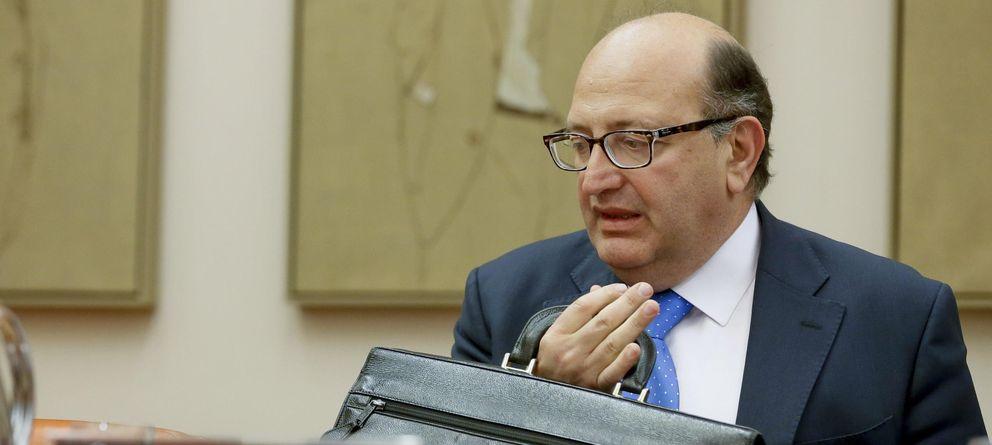 Foto: Ramón Álvarez de Miranda durante la comparecencia en la Comisión Mixta (Efe)