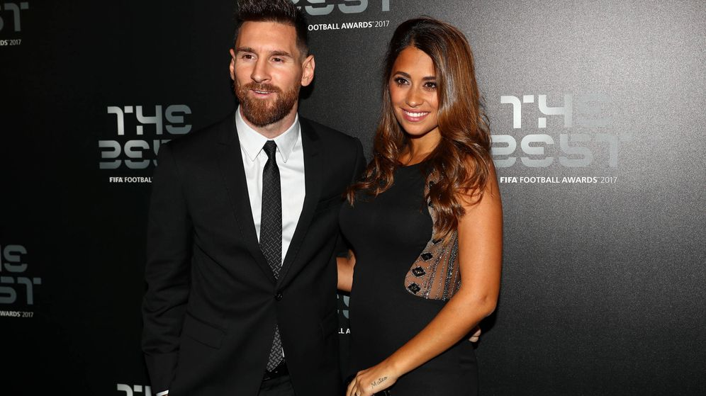 Foto: Antonella Roccuzzo y Leo Messi, en una entrega de premios en Londres. (Getty)