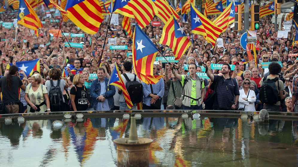 Foto: Manifestación contra el articulo 155 de la Constitución. (EFE)
