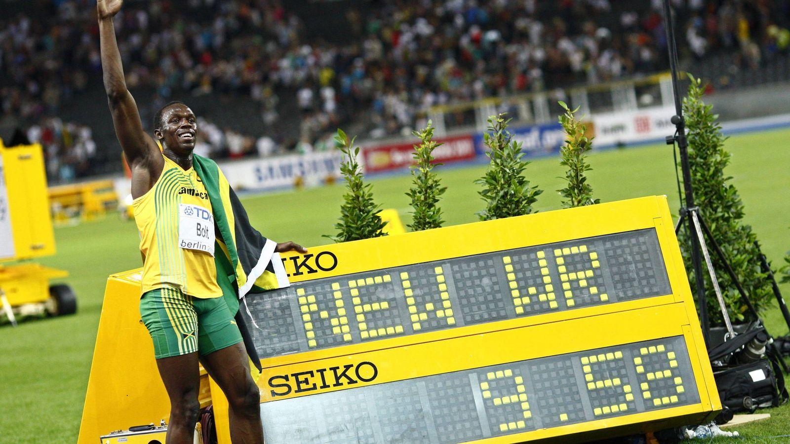 Foto: Usain Bolt posa con su récord del mundo de 100 metros lisos, marcado en Berlín en agosto de 2009. (Efe)