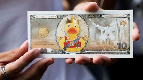 Miles de tailandeses piden transparencia a su Rey frente al banco que controla