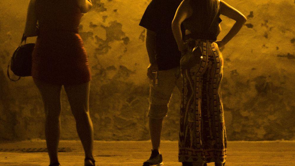Foto: Un grupo de prostitutas en la calle - Archivo. (EFE)