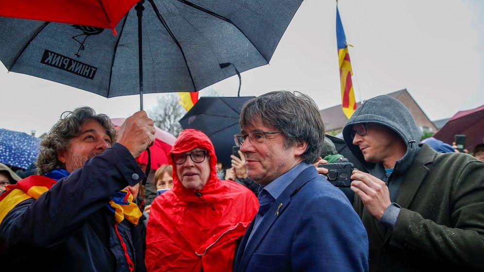 Foto: El expresidente de la Generalitat de Cataluña Carles Puigdemont participa en un acto de protesta en Waterloo. (EFE)