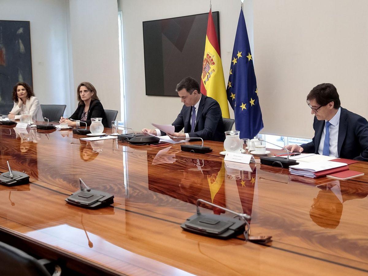 Foto: Pedro Sánchez (c), durante la reunión con los presidentes autonómicos de este domingo. (EFE)