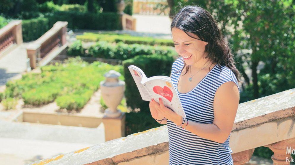 Foto: Rut Nieves con el libro de autoayuda que editó ella misma y ha vendido 35.000 ejemplares.