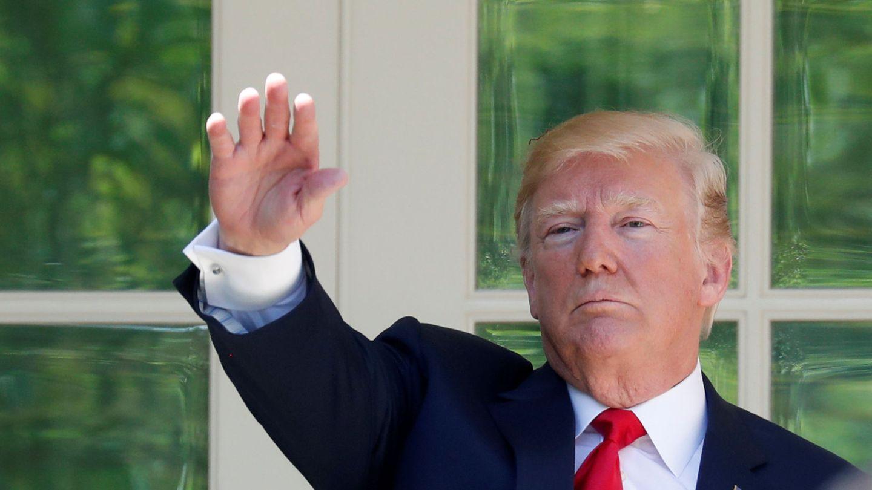 El presidente Trump saluda a los asistentes a la Casa Blanca, el 3 de mayo de 2018. (Reuters)