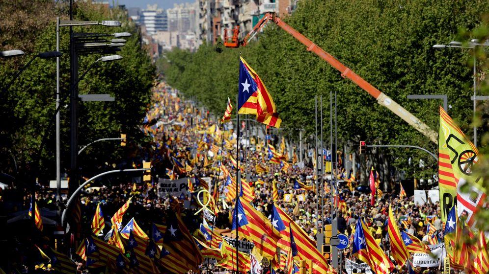 Foto: Manifestación independentista este domingo en Barcelona. (EFE)