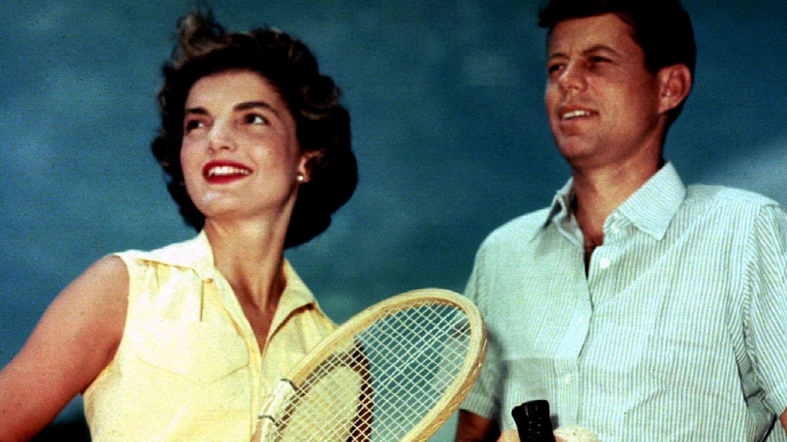 Foto: Jacqueline Kennedy Onassis y John F. Kennedy en Hyannis Port. (Reuters)