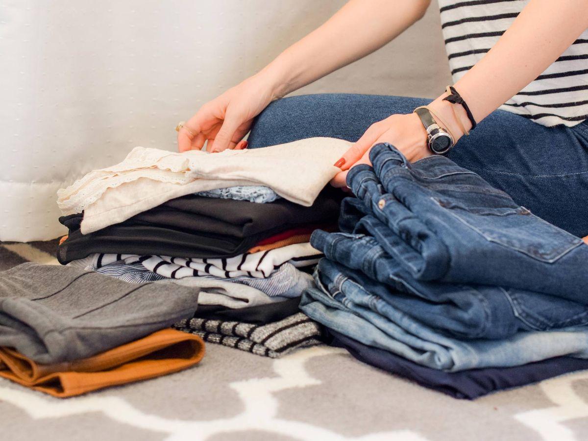 Foto: Un tiempo para mimar nuestra ropa con el cambio de armario. (Sarah Brown para Unsplash)