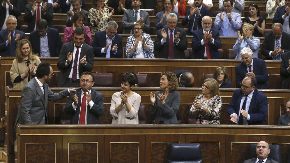 Foto: La bancada socialista, durante el pleno de los Presupuestos Generales. (EFE)