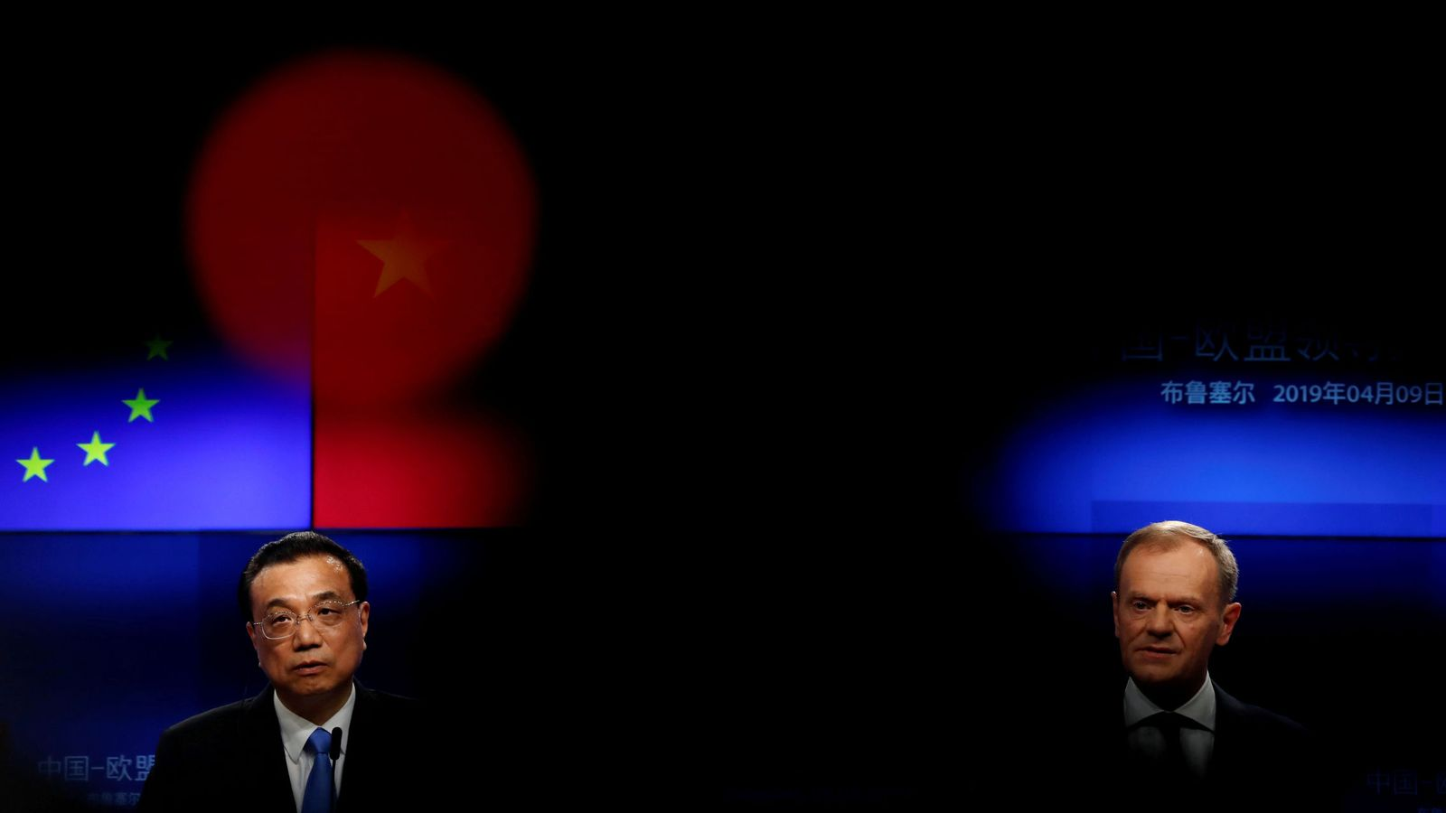 Foto: El ministro chino, Li Keqiang (izquierda), y el presidente del Consejo Europeo, Donald Tusk (derecha). (Reuters)