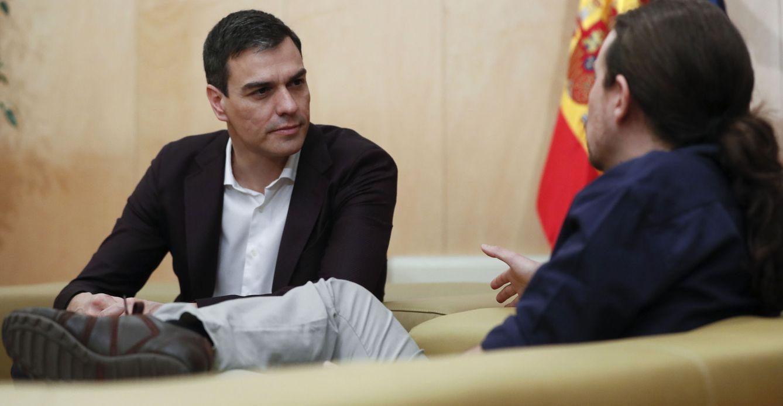 Pedro Sánchez y Pablo Iglesias se reúnen en el Congreso. (EFE)
