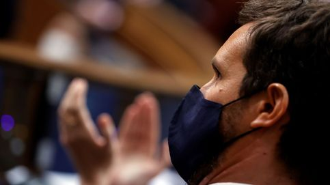 Casado arriesga el liderazgo de la oposición al pactar con Sánchez
