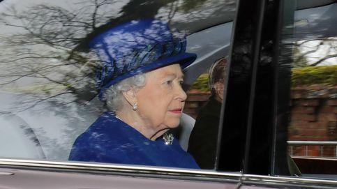 La reina Isabel acude al servicio religioso de Sandringham