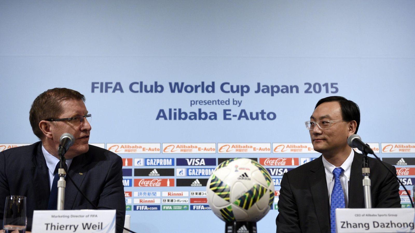 Foto: Thierry Weil (I) y Zhang Dazhongn (D), en la presentación del acuerdo entre Alibaba y la FIFA (Efe).