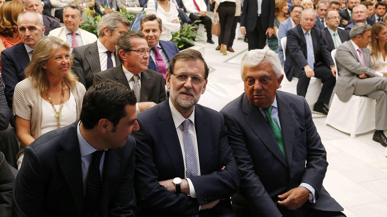 El presidente del Gobierno, Mariano Rajoy, en el Club Antares de Sevilla. (Fernando Ruso)