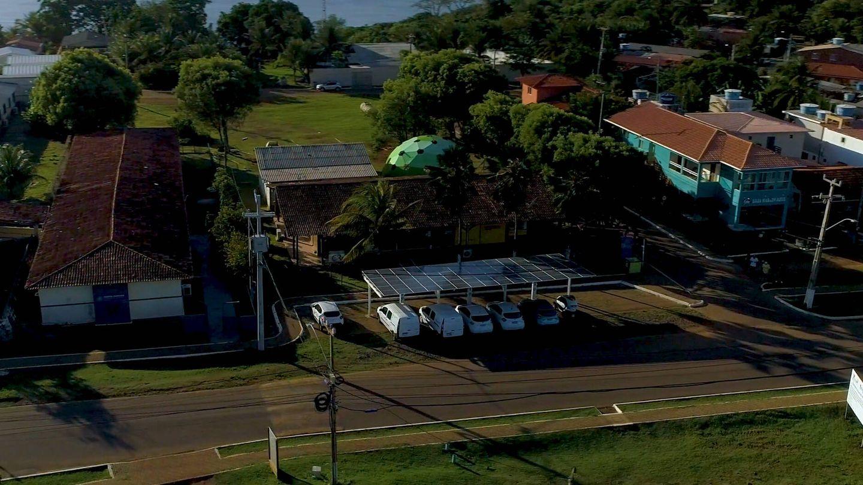 La isla de Fernando de Noronha está siendo equipada con varias estaciones de recarga para 6 vehículos, alimentadas por placas solares.