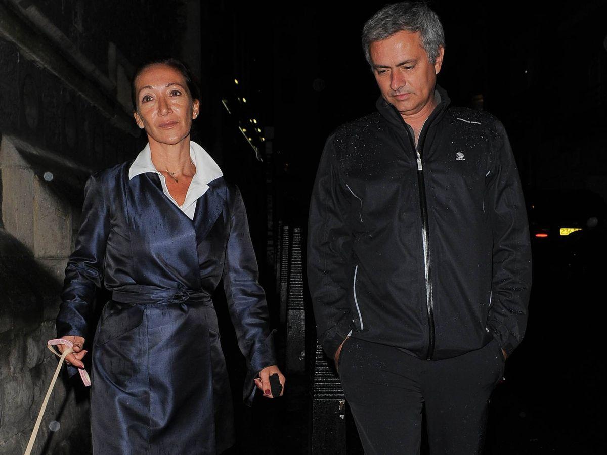 Foto: Matilde y José Mourinho paseando en Londres, en una foto de archivo. (Cordon Press)