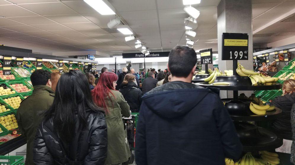 Foto: Colas en un supermercado de Mercadona en Madrid. (EFE)