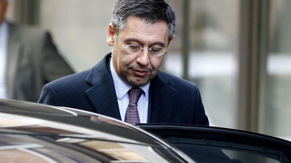 Foto: El presidente del FC Barcelona, Josep Maria Bartomeu, sale de la Audiencia Nacional tras declarar como imputado. (EFE)