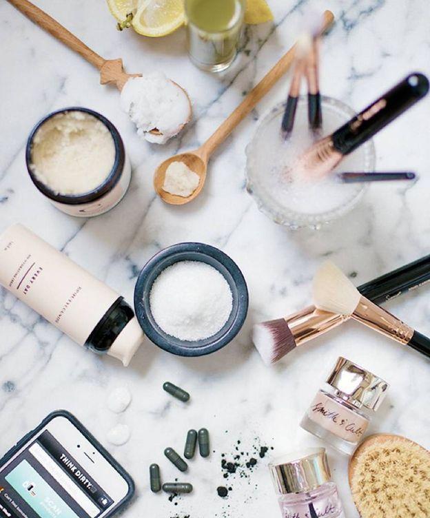 Foto: El 'whisking' es esa tendencia de belleza que consiste en mezclar distintos tipos de maquillaje