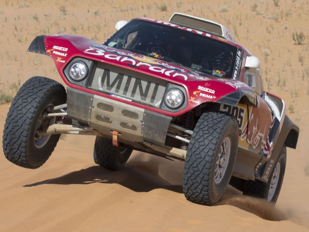 Foto: Carlos Sainz, en acción duyrante la séptima etapa del Dakar. (EFE)