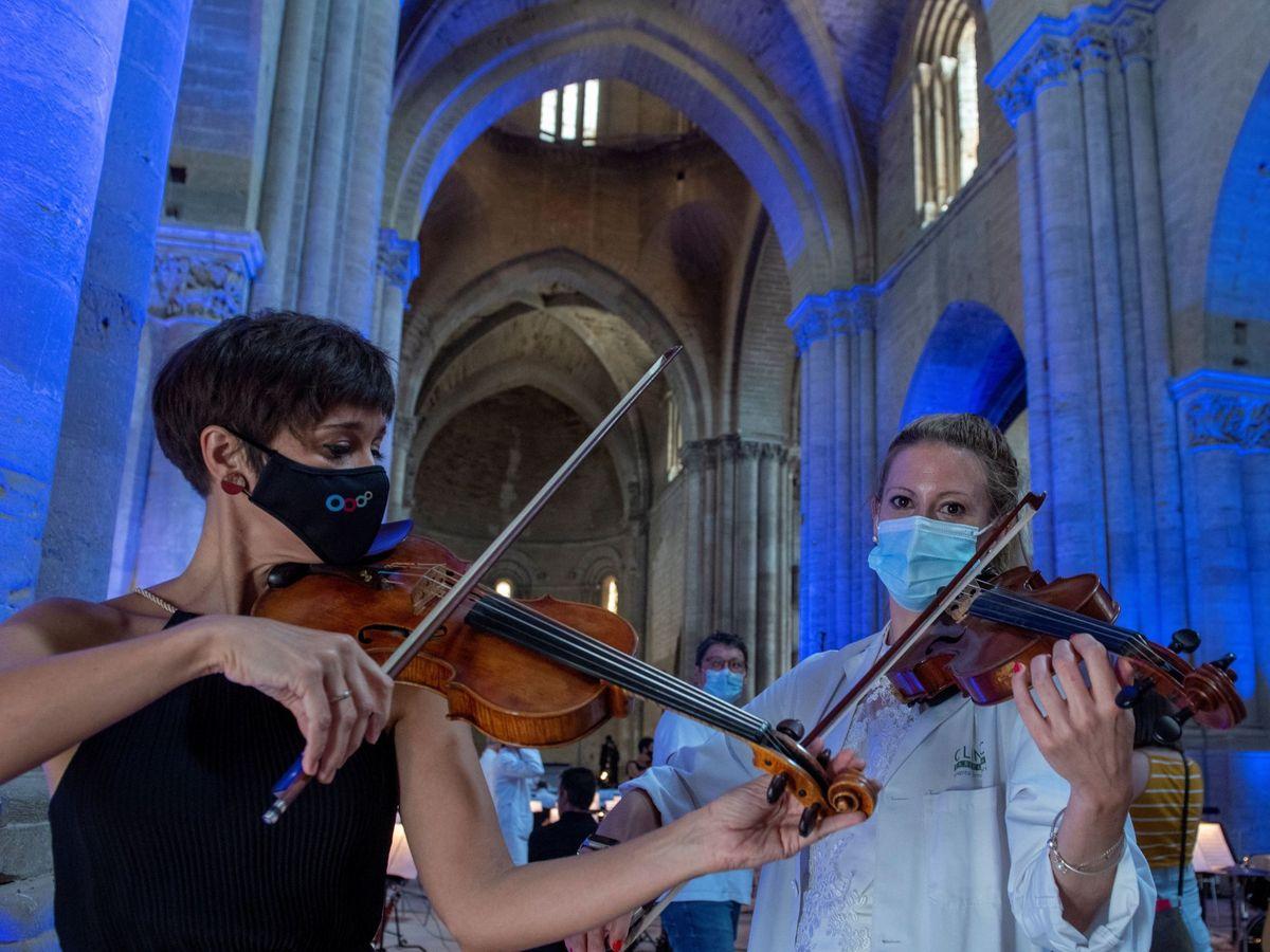 Foto: ¿Cómo se toca el oboe con mascarilla? (EFE)