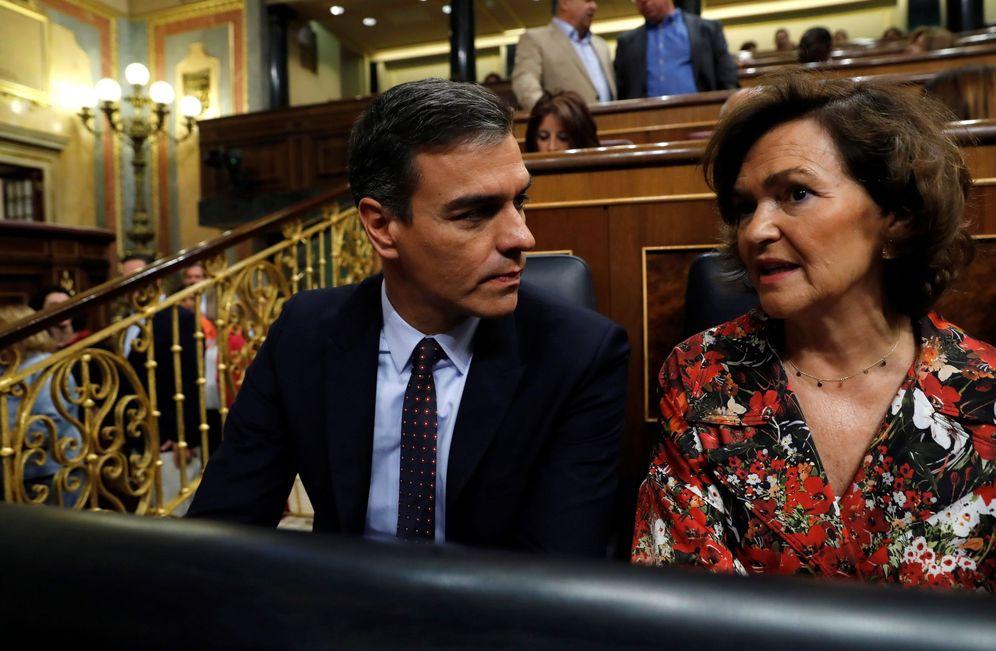Foto: Pedro Sánchez y la vicepresidenta del Gobierno en funciones, Carmen Calvo, este 11 de septiembre en el Congreso. (EFE)