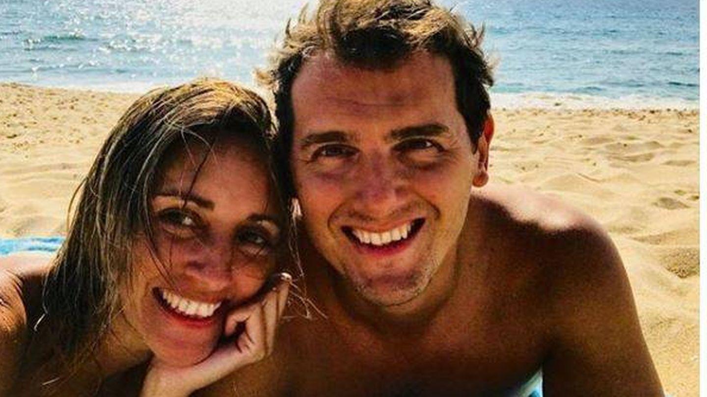 Beatriz Tajuelo y Albert Rivera, este verano. (Redes sociales)