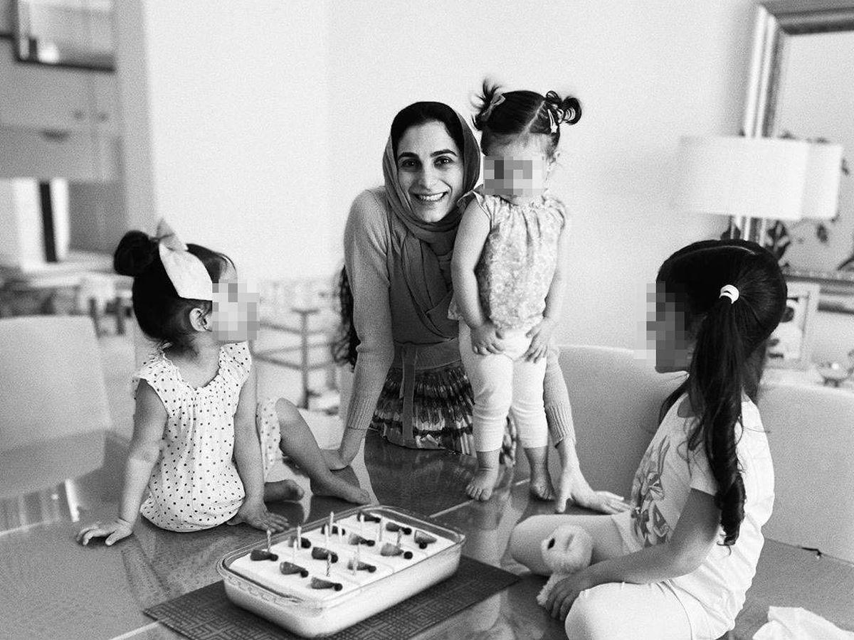 Foto: Sheikha Zeynab Javadli, con sus hijas. (RRSS)