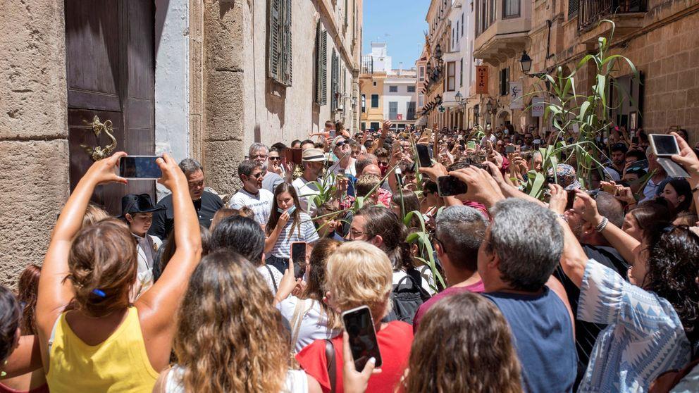 Baleares llama a la responsabilidad tras las aglomeraciones por San Juan en Ciutadella