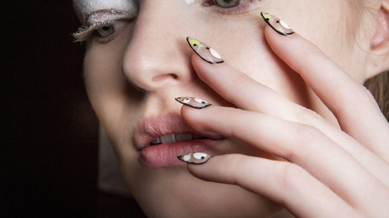 Lo último en manicura: cómo conseguir las uñas con efecto mojado de Blanca Suárez