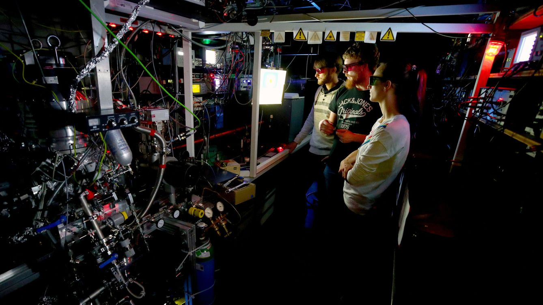 Foto: Investigadores en el Kirchhoff-Institute de Físicas de Heidelberg, Alemania. (Foto: Reuters)
