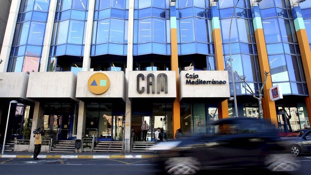 Foto: Vista de la vieja sede de la CAM en Alicante. (EFE)