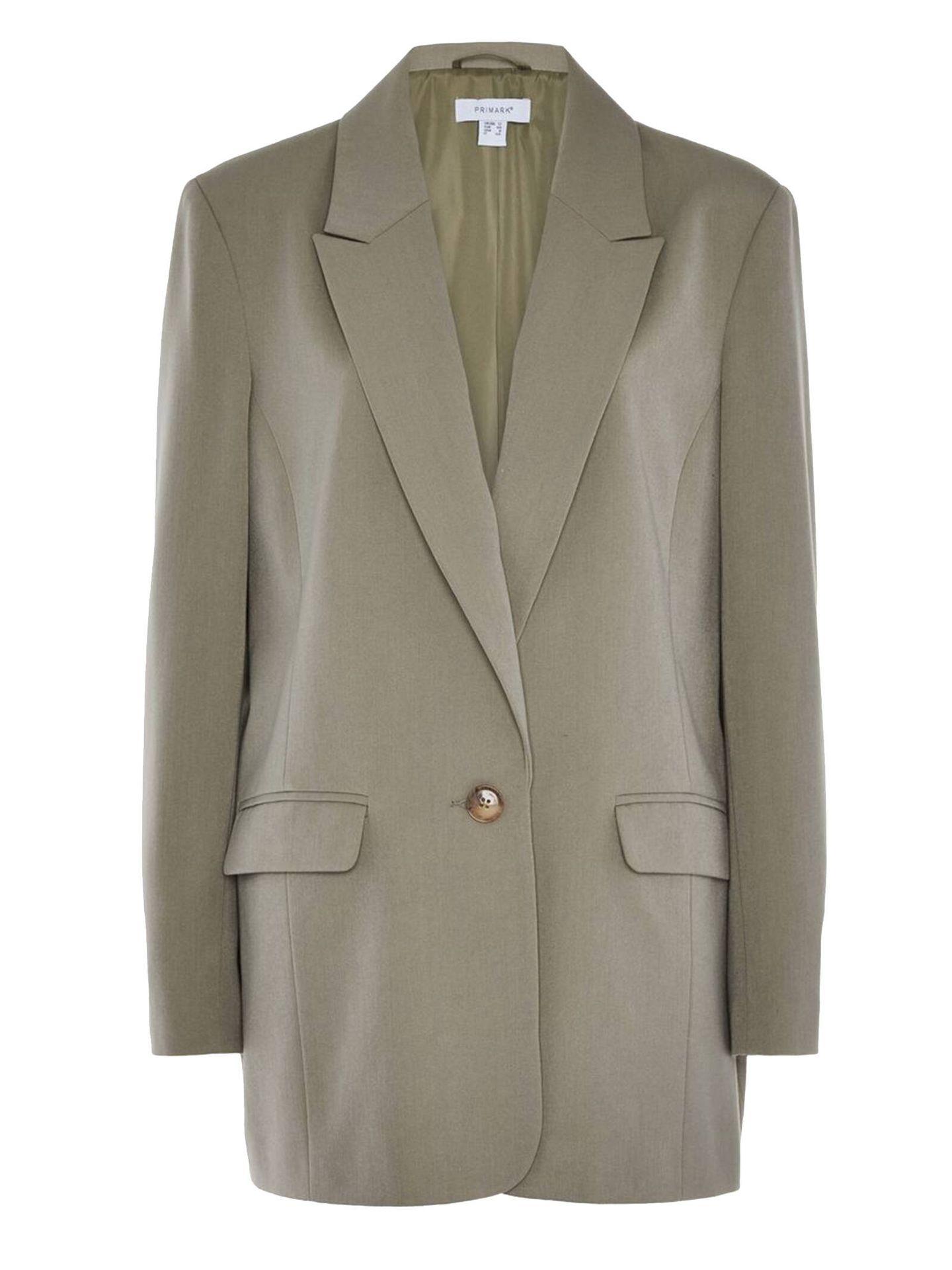 Americana del traje chaqueta oversize de Primark que arrasa entre las influencers. (Cortesía)