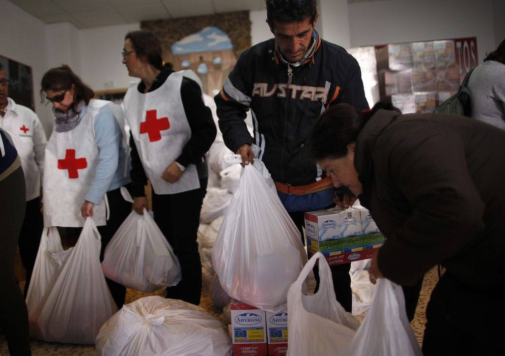 Foto: Banco de alimentos de Cruz Roja en Ronda (Reuters)