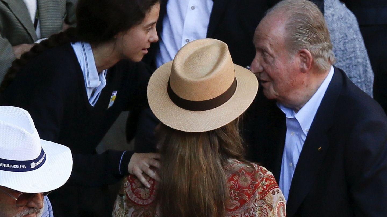 El rey Juan Carlos con la infanta Elena y Victoria Federica en una imagen de archivo. (EFE)