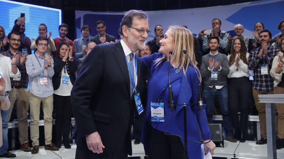 Foto: La presidenta de la Comunidad de Madrid, Cristina Cifuentes (d), y el presidente del Gobierno, Mariano Rajoy. (EFE)