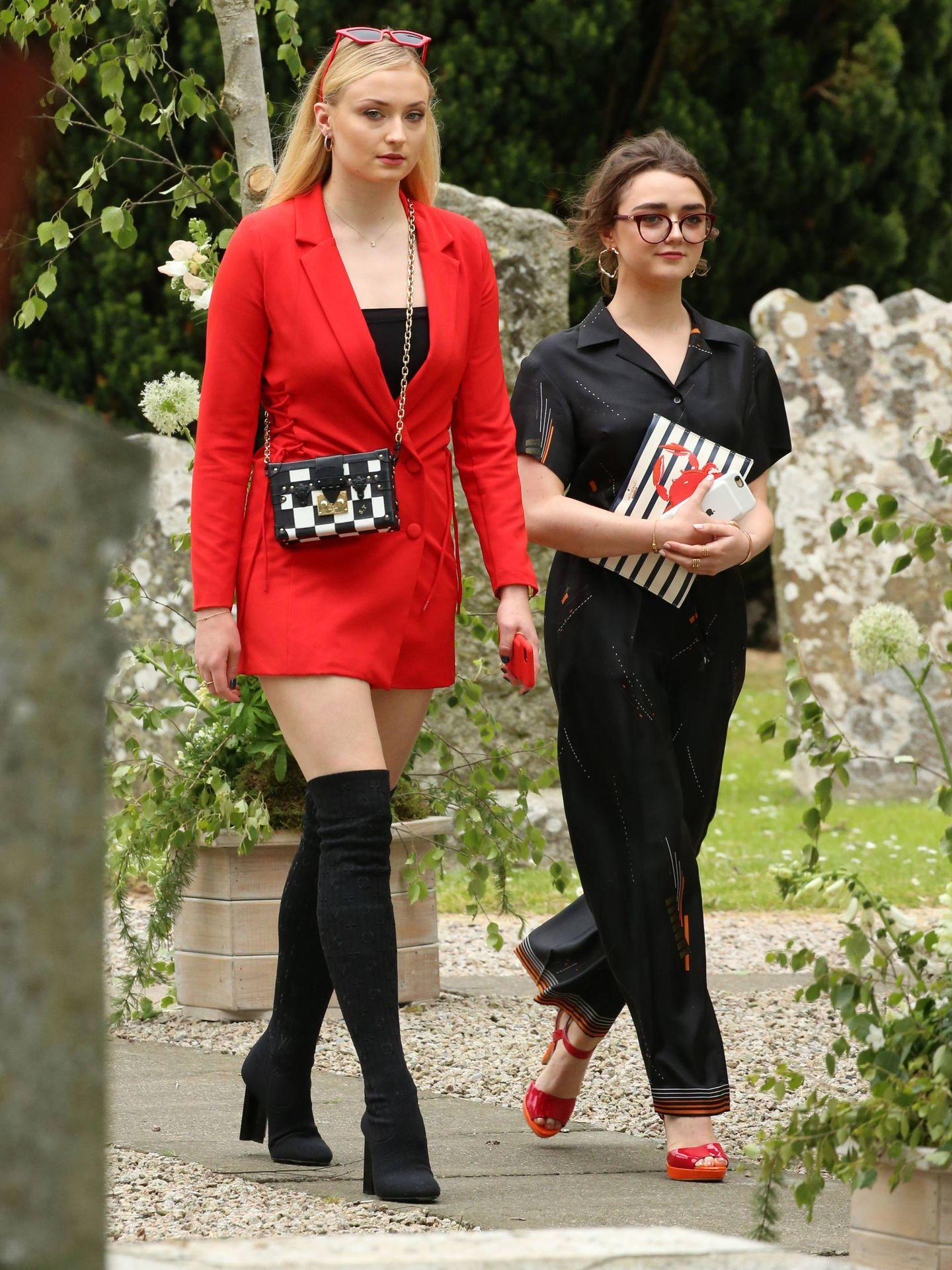 Sophie Turner, a su llegada a la iglesia. (Gtres)