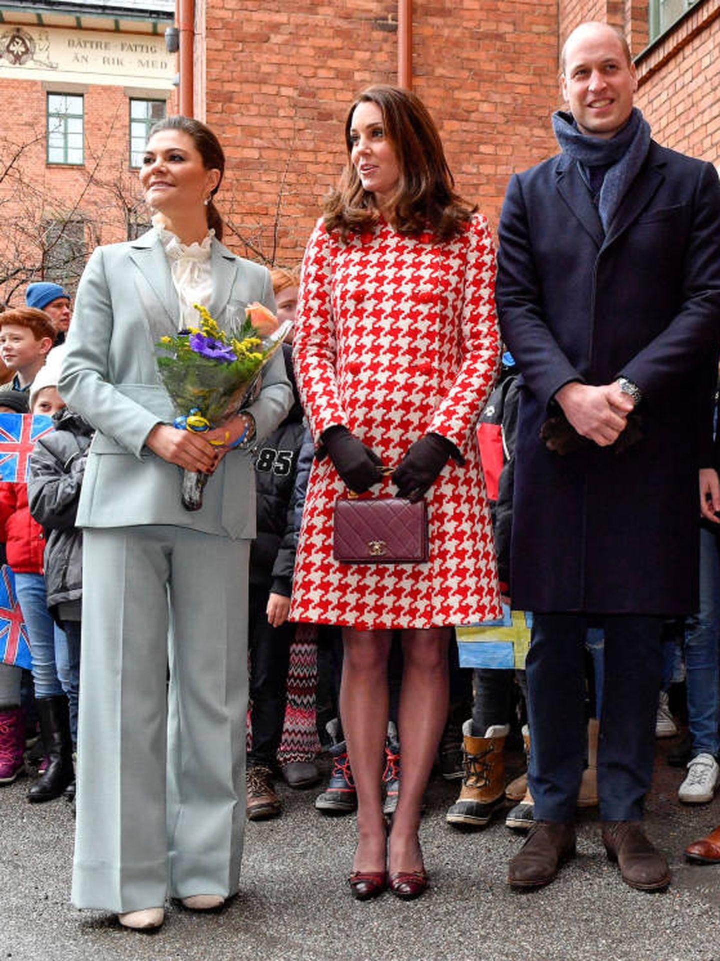 Los duques de Cambridge y Victoria de Suecia, en 2018. (Reuters)