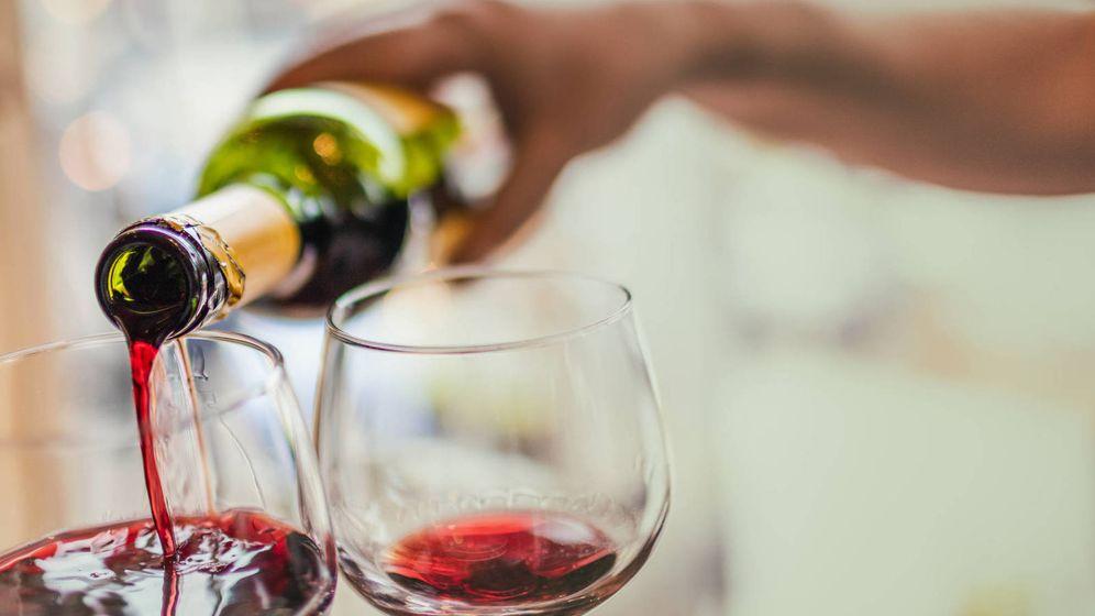Foto: Ojo, tienes que beber vino solo, nada de pinchos. (iStock)