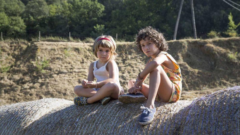 Foto: Paula Robles y Laia Artigas en 'Verano 1993'. (Avalon)